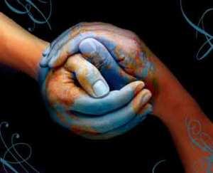 Solidarietà è benevolenza e comprensione, ma soprattutto di sforzo attivo e gratuito, atto a venire incontro alle esigenze e ai disagi di qualcuno che ha bisogno di un aiuto.