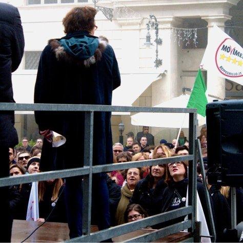 Lucia Vergaglia in comizio